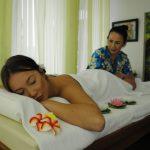 Skön massage i det gröna rummet