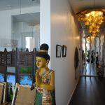 Bilder - Vacker staty och pampig kokoslampa